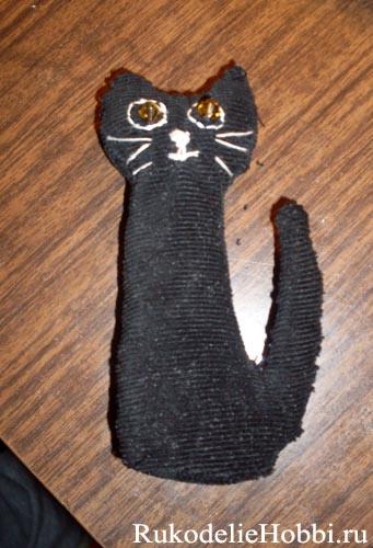 Изящный сувенир брелок кошка