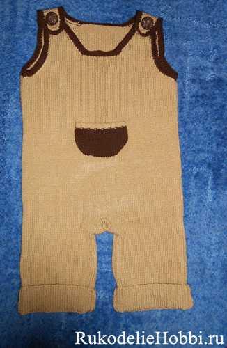 Вязаный детский пуловер и пинетки. Детский комплект из двух предметов
